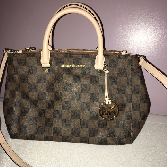 Michael Kors Handbags - Michale Kors Handbag with matching clutch